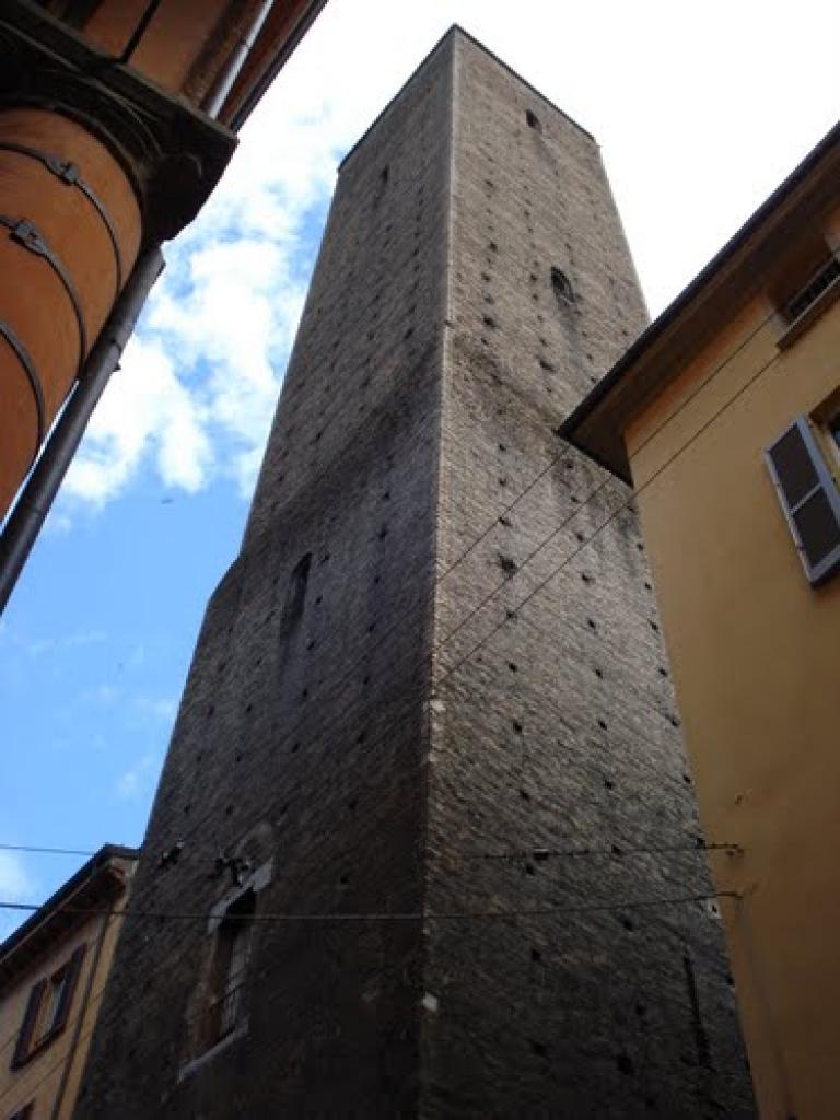 torre azzoguidi